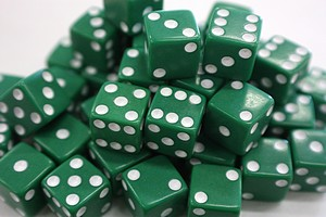 DICE -  12MM - GREEN/WHITE PIPS