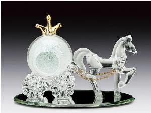 GLASS FIGURE-CARRIAGE/CROWN